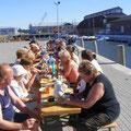 Kaffeepause mit Blick auf den Barther Hafen