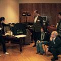 Lisa Navarro (Frankreich) erläutert der Jury und Gästen das Bühnenbild