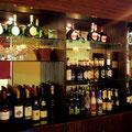 各国瓶ビール15種、各ワイン7種以上取り揃えております