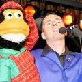 Begeisterung erlebte auch Bauchredner Klaus mit seinem frechen Affen Willi bei seinem Auftritt