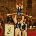Stehende Ovationen gab es für die hervorragenden tänzerischen und akrobatischenDarbietungen des Tanzcorps Sr. Tollität  Luftflotte.