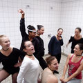 Répétition improvisée dans les douches du gymnase