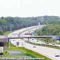 Fahrgäste vom Ostfalen Courier blicken vom Kommandoturm der Gedenkstätte Marienborn - Die innerdeutsche Grenze teilte hier Deutschland in zwei Staaten — hier: Gedenkstätte Marienborn
