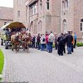 Pferdekutschfahrt (Kremserfahrt) in und um Schloss Altenhausen — hier: Schloss Altenhausen