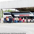 Sektfrühstück für Fahrgäste vom Ostfalen Courier an der Gedenkstätte Marienborn - Die innerdeutsche Grenze teilte hier Deutschland in zwei Staaten — hier: Gedenkstätte Marienborn