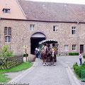Fahrgäste vom Ostfalen Courier haben die Möglichkeit vom Bahnhof der Museumseisenbahn zum Schloss Altenhausen zu fahren — hier: Schloss Altenhausen