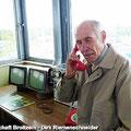 Fahrgäste vom Ostfalen Courier besichtigen den Kommandoturm der Gedenkstätte Marienborn - Die innerdeutsche Grenze teilte hier Deutschland in zwei Staaten — hier: Gedenkstätte Marienborn