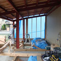 内部空間は木造で新たに組み直します。