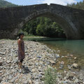 An der Alaköpri Brücke, über die heute noch riesige Laster fahren