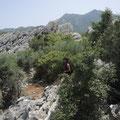 Auf Höhlen-Suche im Gebirge