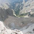 die Höllentalangerhütte weit unten