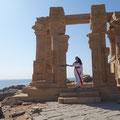 Photoshooting auf Neu-Kalabsha in Ägypten (Daniela Rutica im Kiosk von Qertassi)