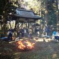 焚き火で焼きイモをしました