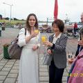 2012 Die Kirschblütenprinzessin am Fähranleger