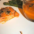 Pavé de saumon et son crumble de graines, purée potiron-châtaigne et asperges vertes grillées
