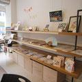 物販スペース。右手上にはテーマ作品も展示。テーマは「和風」でした。
