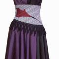 ウエストに着物生地を帯のように配置したシックなドレスです。