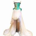 帯を使使いコルセットと大きなリボンを制作。チュールのスカートで女の子らしさ全開のドレスです。