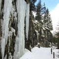 Schöne Eisformationen im Eingang zum Val Plattas