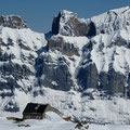 Die neu renovierte Tierberglihütte vor der imposanten Kulisse der Wendenstöcke