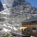 Bäregghütte mit Sicht auf die Ostegg