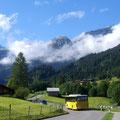 Ab Lauenen fährt auch ein Postauto zum Lauenensee...