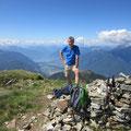 Gipfel mit gleichzeitigem Ausblick nach Locarno und Lugano