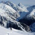Abfahrt nach Oberwald - Blick ins Geretal mit den Saashörnern und dem markanten Chüebodenhorn