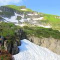 Der Gipfel rückt näher - noch viel Altschnee ab ca. 1'800 m