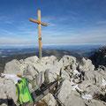 Hächle mit dem 2020 neu erstellten Gipfelkreuz