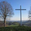 Ein mächtiges Kreuz bei Kreuzbühl hoch über Doppleschwand