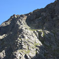 Über diese Felsstufe führt der spektakuläre Hüttenweg