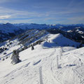 Rückblick vom Gipfel mit Berner Voralpen