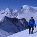 Kurz unter dem Allalinhorn-Gipfel / Hinten: Alphubel und Weisshorn
