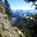 Der südliche Steilabstieg ist schon wieder schneefrei