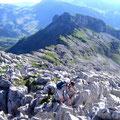 Im Gipfelbereich gibt es keine eindeutigen Wegspuren