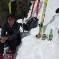 Gemütliche Gipfelrast - natürlich mit einem schönen Friday-Bier