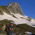 Der Einstieg befindet sich dort, wo der Fels am tiefsten ins Firnfeld reicht