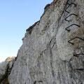 Über diese rund 6m hohe senkrechte Felswand geht der Abstecher zum Vorgipfel