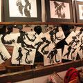 普段の展示スペースはもとより、壁も鏡も石井さんの「花」の作品が咲き乱れます。