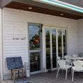 2012年8月4日 野菜ソムリエのいる心とからにやさしいカフェ Flour  bee* を訪れました。素敵なお家カフェです。