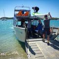 Shute Harbour (Hafen von Airlie Beach) - unsr Boot wird beladen