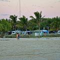 Coral Bay - Campingplatz vom Strand aus