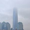 Von der Fähre aus: Wolkenkratzer (im wahrsten Sinne des Wortes)