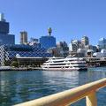 Einfahrt mit der Fähre in den Darling Harbour