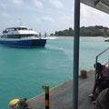 La Passe, Hafen - Die Praslin-Fähre kommt!