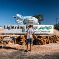 Lightning Ridge - am Eingang des Städtchens