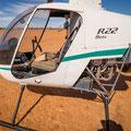 Auf dem Weg nach Stonehenge - ein bewaffneter Helikopter