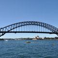 Harbour Bridge und Opera von der Fähre (Circular Quay-Darling Harbour) aus