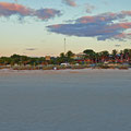 Coral Bay - die Sonne geht unter! - Campingplatz im Hintergrund